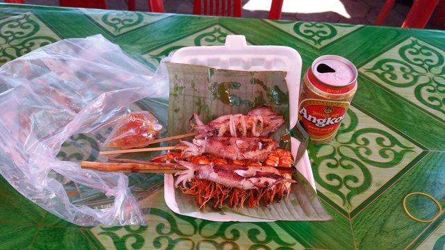 ccalamars et crevettes au marché du crabe à Kep - l'autre ailleurs au Cambodge
